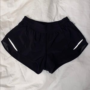 "lululemon athletica Hotty Hot Short II 2.5"" Size 6"